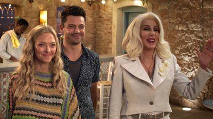 Amanda Seyfried, Dominic Cooper e Cher, em 'Mama Mia! Lá Vamos Nós de Novo'