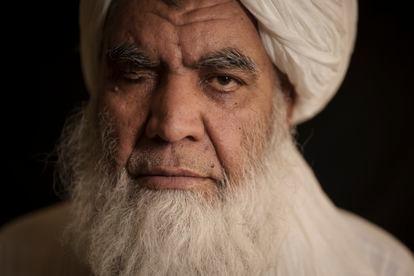 Nooruddin Turabi, dirigente do Talibã, posa em uma entrevista nesta quarta-feira em Cabul.