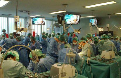 Espaço dedicado à prática cirúrgica com cadáveres na Universidade Autônoma de Madri.