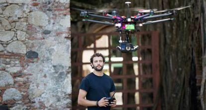 O texano Álex Chacón fazendo um 'dronie'.