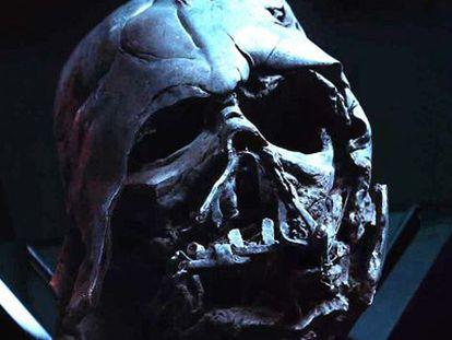 Os restos de Darth Vader, em 'Star Wars: O despertar da Força'.