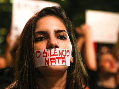 Ato 'Por Todas Elas' reúne mulheres na Avenida Paulista para mais um protesto contra o estupro.