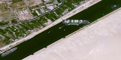 Imagem satélite do navio encalhado no canal de Suez, nesta quinta-feira.