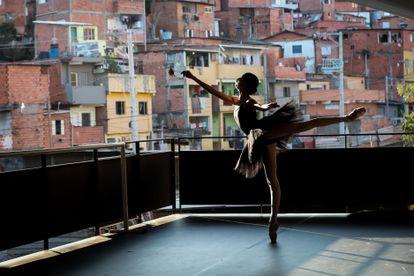 Bailarinas de Paraisópolis voltam às aulas após a paralisação pela covid-19, em 6 de agosto.