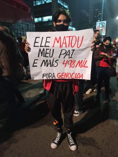 Foi a segunda vez em um mês que manifestantes se reuniram para protestar contra o Governo. Na foto, Francisco Souza mostra sua motivação pessoal para estar nas ruas.