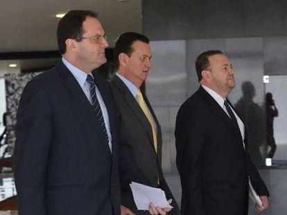 Os ministros Barbosa, Kassab e Edinho, após reunião no Planalto.