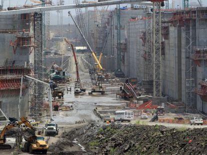 Trabalhos de ampliação no Canal do Panamá.