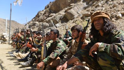 Milicianos da resistência anti-Talibã na região de Abdullah Khil, na província de Panshir, em 24 de agosto.