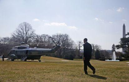 Barack Obama à caminho do Marine One.
