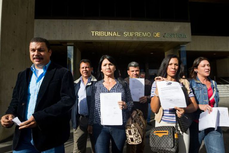 Deputados da Mesa da Unidade Democrática recorrem ao Supremo.