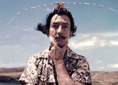 """Quando mostraram a uma estudante inglesa de espanhol uma foto de Dalí e pediram que o definisse em uma palavra, ela respondeu: """"Excêntrico."""" A professora, indignada, achou feio o qualificativo: """"Mas se ele era um grande artista..."""" O elogio em uma nação é o insulto em outra."""
