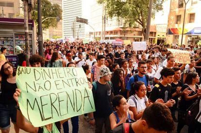 Protesto de secundaristas contra escândalo da merenda