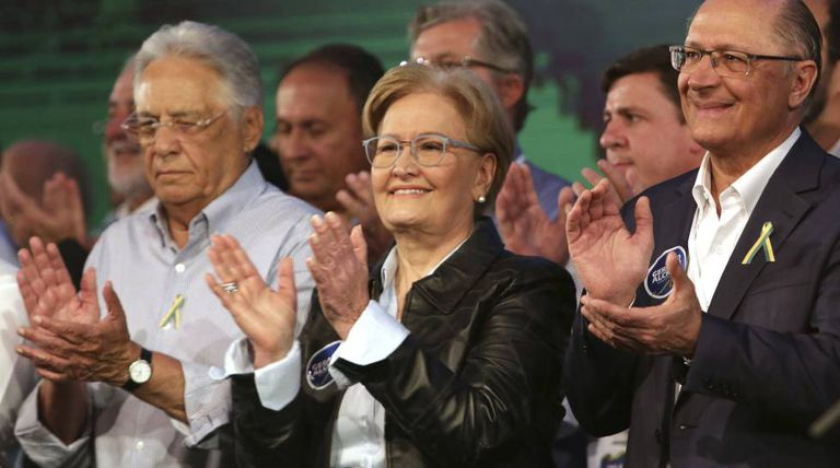 Ex-presidente FHC e Alckmin ladeiam Ana Amélia, candidata a vice.