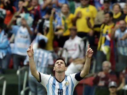 Messi comemora um gol contra a Nigéria.