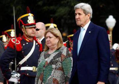 O secretário de Estado, John Kerry, e a chanceler da Argentina, Susana Malcorra.