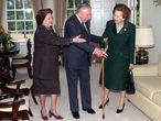 La ex primera ministra británica Margaret Thatcher visita a Pinochet en su arresto domiciliario (1999).