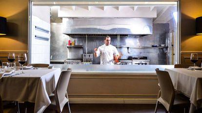 Álvaro Perrino nos fogões do restaurante Azafrán, na Cidade do Panamá.