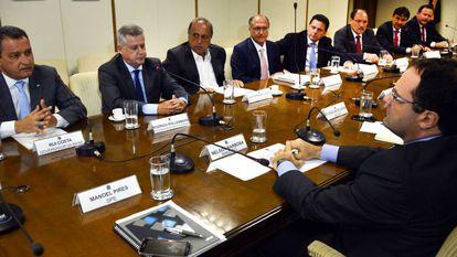 Governadores e o ministro Barbosa (dir.) em Brasília.