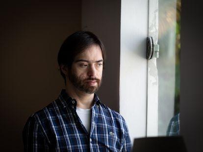 Luiz Octávio Almeida, de 41 anos, já teve covid-19 duas vezes e aguarda para ser vacinado. Assim como outras pessoas com síndrome de down, pede prioridade.