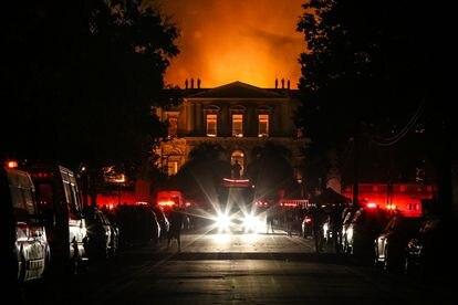 As chamas devoram o Museu Nacional no Rio de Janeiro, em setembro de 2018, quando o local histórico completava 200 anos de fundação