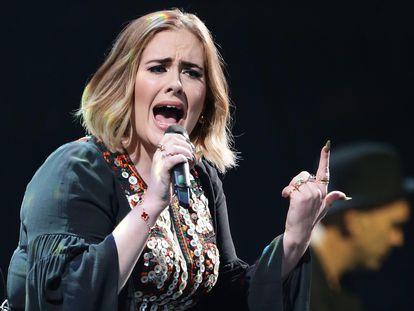 A cantora Adele em um de seus shows.