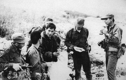 Benjamin Netanyahu durante seu serviço militar, em 1976.