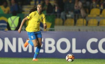 Andressa Alves em ação pela seleção brasileira.