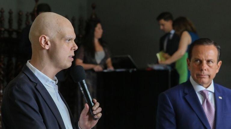 O governador de São Paulo, João Doria (dir.) e o prefeito Bruno Covas durante entrevista coletiva de imprensa sobre coronavírus.