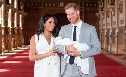 Os duques de Sussex apresentam seu filho, Archie Harrison, na quarta-feira passada, no castelo de Windsor