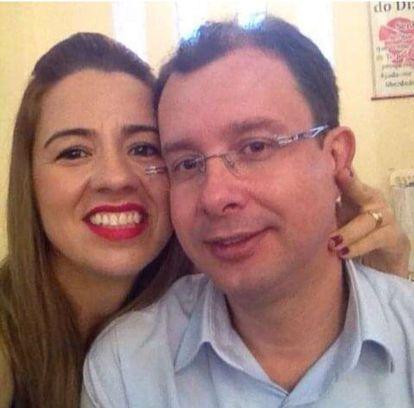 O professor Dalton Milagres Rigueira e sua esposa, Valdirene Lopes, em uma foto de 2014 publicada no Facebook. Gordiano foi resgatada na casa do casal em Patos de Minas.