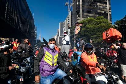 Entregadores de aplicativos fazem paralisação e protestam na Avenida Paulista, no dia 1º de julho.