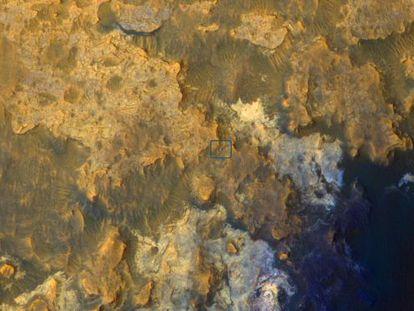 O robô 'Curiosity' captado pela sonda MRO em 8 de abril.