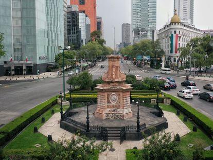Vista do gazebo onde estava a estátua de Colombo no Paseo de la Reforma na Cidade do México.