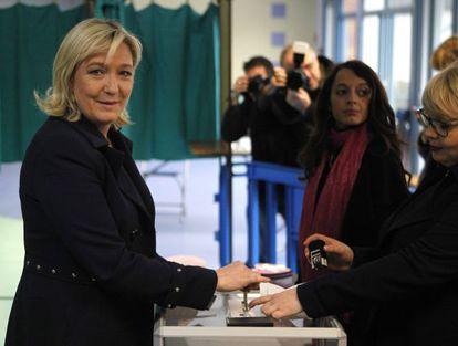 Marine Le Pen vota em Henin-Beaumont.