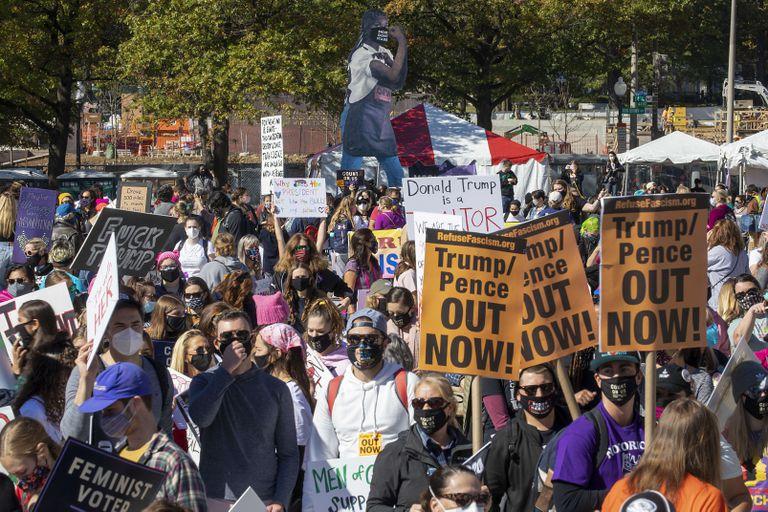 Manifestantes na Marcha das Mulheres este sábado na cidade de Washington.
