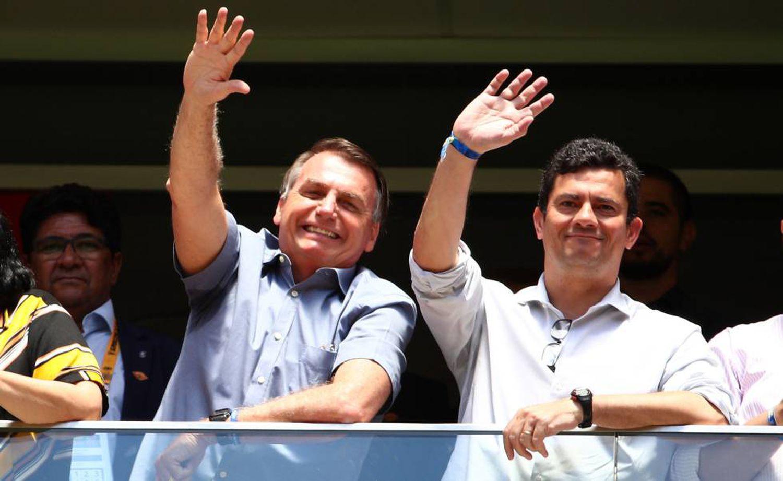 Bolsonaro e Moro, em fevereiro durante partida de futebol em Brasília, quando ainda eram aliados.