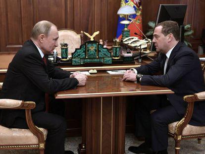 Putin e Medvedev durante reunião nesta quarta-feira no Kremlin.