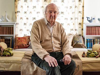 O historiador irlandês Peter Brown em sua residência em Princeton, New Jersey (EUA), em 29 de abril.