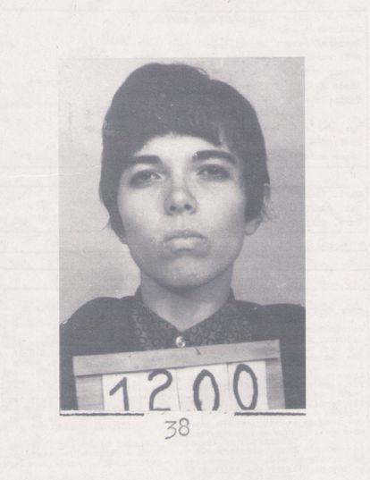 Angela Mendes de Almeida, em fotografia tirada ao ser presa pela ditadura militar.