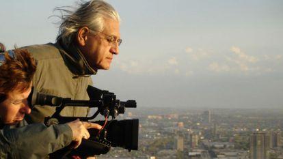 O cineasta chileno Patricio Guzmán roda 'O botão de pérola'.