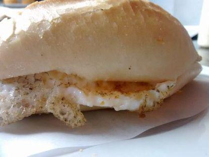 O pão com ovo da Padaria Natalina.