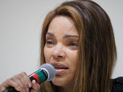 A ex-deputada federal Flordelis chora ao falar sobre o seu marido, morto após levar 30 tiros, em junho de 2019.