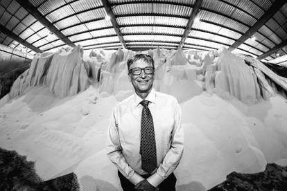 Bill Gates, em uma central de distribuição de fertilizante em Dar es-Salaam, na Tanzania, em 2018.