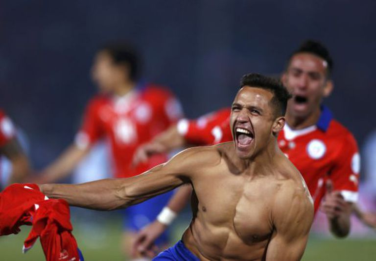 Alexis Sanchez celebra título do Chile.