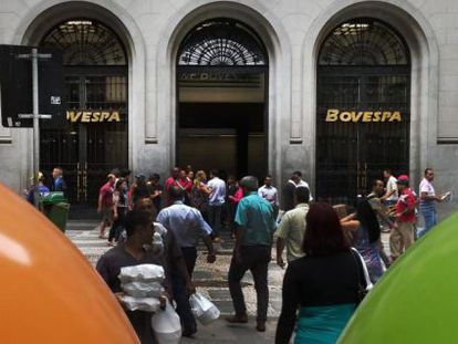 A Bolsa de Valores de São Paulo (Bovespa) apresentava recuperação no início da manhã.