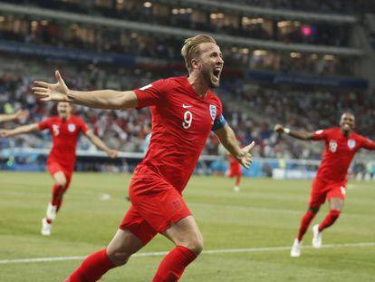 Harry Kane comemora gol da vitória nos acréscimos contra a Tunísia.