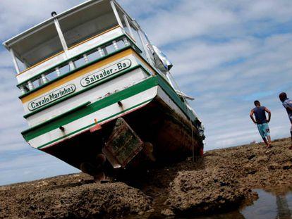 A lancha Cavalo Marinho I, que naufragou nas proximidades de Salvador.