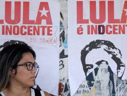 Faixas sobre Lula em Brasília.