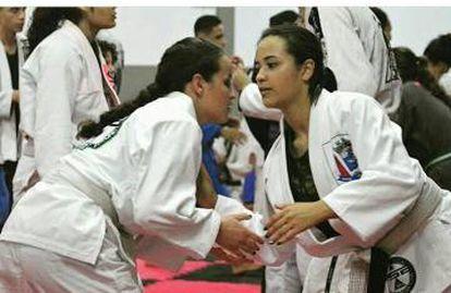 Rhillary Barbosa durante treino de jiu-jítsu.