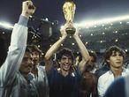 Paolo Rossi, con la Copa del Mundo de 1982